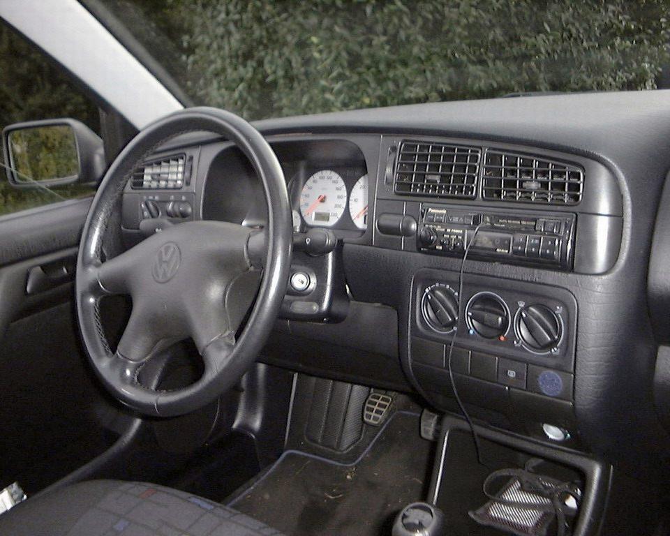 Панель приборов Volkswagen Golf III - Volkswagen Passat / Volkswagen Passat W8 / Volkswagen Passat Variant.