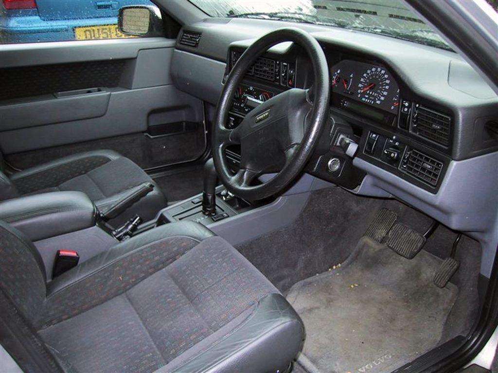 Volvo 850 (в «праворульной» вер&